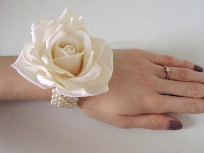 diy wrist bridesmaid corsage ivory cream rose pearl tutorial nikki joy wedding planning wednesdays (3)